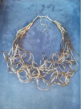 Wavy 2 Colours Wire Work Choker