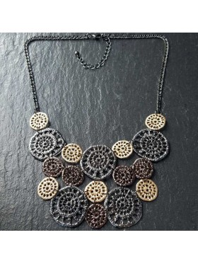 3 colour disc crochet necklace